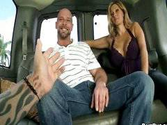 @SegredoDeCueca│The Big Guy On Bait Bus
