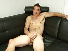 Inked Jock serviced by gay guy