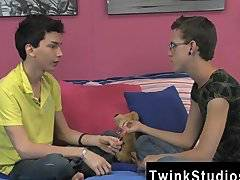 Gay video These youngsters are handsome and