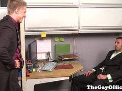 Muscled officehunk fucked by annoying stud