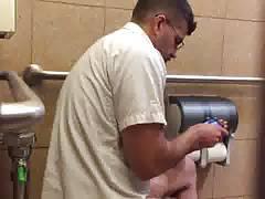 Str8 spy men in public toilet ll