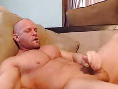 Str8 bodybuilder stoke and shot in his mouth