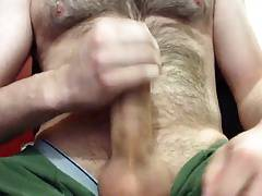 Str8 the hairy daddy cumming in his green shorts