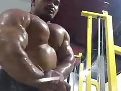 Huge Thai bodybuilder flexing