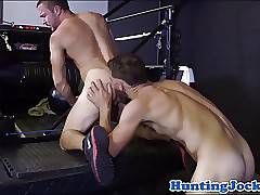 Muscle hunk rims ass before anal fucking